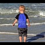3 годишно момче се загуби на плажа, но умен човек успя да намери майка му само за 3 минути-Снимки
