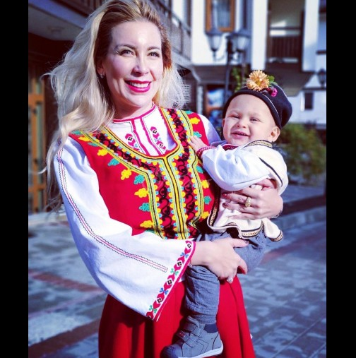 Синът на Антония Петрова стана на годинка - много снимки от чудния празник на малкия принц (Снимки):