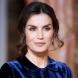 Родена да привлича погледа - кралица Летисия прикова вниманието с фантастична рокля в синьо кадифе (Снимки):