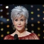 Джейн Фонда на 82 засенчи младите звезди на Оскарите - дрехите ѝ криеха тайно послание (Снимки):
