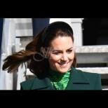 Изумрудената рокля на Кейт я накара да грейне направо - зеленото е нейният цвят! (Снимки):