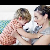 Млада майка със своя блестящ съвет, с помощта на който всяка майка бързо ще сложи точка на детската истерия