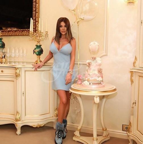 Светлна Гущерова се мазни на свекър си-Снимка