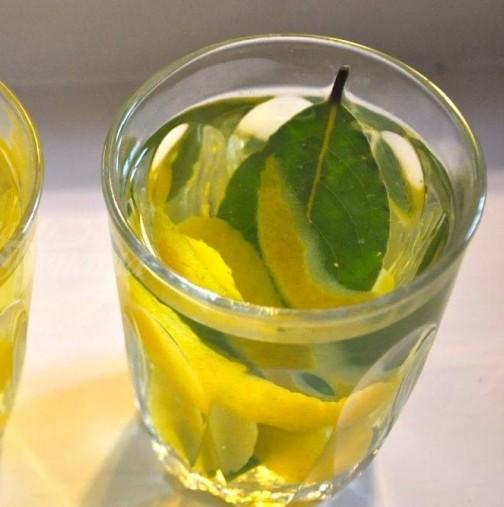 Чай с лимон и дафинов лист топи мазнините и сланинките по корема