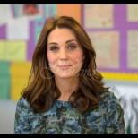 Ослепителна в кралско синьо - Кейт Мидълтън отново доказа, че е достойна съпруга на бъдещ монарх (Снимки):
