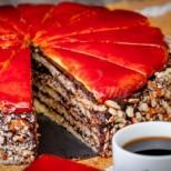Любимата торта от старите тефтери - тънки блатове, шоколадов крем и хрупкав карамел! Ето легендарната рецепта: