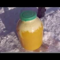 Виждали ли сте такава бяла пяна в буркана с меда? Ето защо се образува и опасна ли е за здравето:
