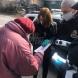 Йорданка Фандъкова стана доброволец-Носи храна и лекарства на възрастни хора-Снимки