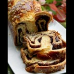 Божествен козунак с течен шоколад и ядки - райска наслада от пухкаво тесто: