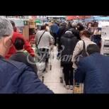 Весели служителки друскат хорце насред епидемията от коронавирус-Видео