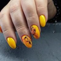 Маникюри в жълто и оранжево - радост за окото: