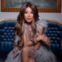 Светлана Гущерова си разходи новите дрехи на двора - \