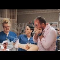 Когато съпругата му започна да ражда, той се вълнуваше много, но като видя едното от бебетата веднага подаде молба за развод-Снимка