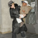 През 2006 г. Мадона осинови момченце от Малави. Ето как изглежда днес то (Снимки):