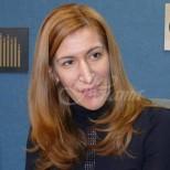 Ангелкова предизвика пак много негативни коментари с блузката си за 1300лв (снимка)