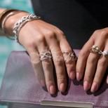 Ето какво означава да носите пръстени на различните пръсти на ръцете-Пръстенът на палеца-активност, средния пръст-кариерен растеж