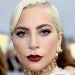 Лейди Гага шашна всички с тези снимки на разпуснато тяло по време на карантина, но важното е, че не й пука (снимки)
