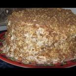 Бабината сочна торта с домашен крем и орехи - вкусът остава дълго, след като е свършила последната трошичка!
