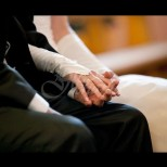 Млада жена се омъжи за възрастнен, богат мъж, но това което се случи по-късно накара булката да изпадне в шок