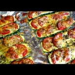 Тиквичките са дваж по-вкусни, ако ги направите така - малко доматки, малко чесън, малко кашкавал и става фантазия: