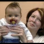 На 53 години майка ми роди дете и се опитва да го тропоса на мен!