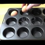 ВЗех 1 яйце и го сложих във формата за мъфини и пъхнах във фурната. Като видях резултат само това правя вече