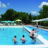 Безопасно ли е да се ходи на басейн заради коронавируса