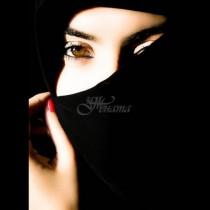 Най-известната блогърка от Арабския свят свали хиджаба, за да омае всички красотата си (Снимки):