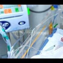 Лекари спасиха бебе, чието сърце е извън тялото