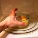 Почистване на микровълновата с лимон за секунди и още 9 неочаквани приложения на жълтия плод