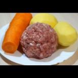 Взех два картофа, два моркова, малко кайма и стана царско ястие. А като топнеш в сосчето и хляба не стига