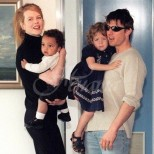 През 1992 г. Том Круз и Никол Кидман осиновиха момиченце. Днес тя дори не ги покани на сватбата си (Снимки):