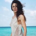Диляна Попова се забавлява на морето в неочаквана компания - ето с кой красавец смени Блатечки (Снимки):