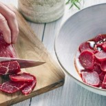 Тест от 5 секунди разкрива дали месото, което купувате е прясно или е на ръба да се вмирише