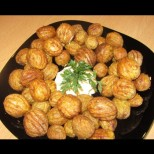 Драни картофки на фурна - новата интернет-вкусотия, с която всички си облизват чиниите! Малък трик и стават мозък: