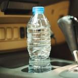 Специалисти предупреждават-Оставянето на пластмасови бутилки в колата може да е много опасно