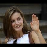 Ах, тази кралица! Летисия отново обра точките с шармантна рокля и нежно излъчване (Снимки):