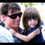 Вижте порасналата дъщеря на Том Круз, която той отказва да види - копие на красивата си майка е! (Снимки):