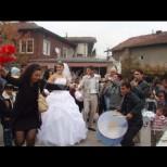 Тази циганска сватба потресе мрежата - 50 души един върху друг без маски и дистанция! (Снимки + Видео)
