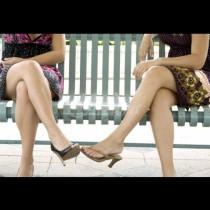 Любимата женска поза бавно руши здравето ни - ето какви болести се развиват от нея:
