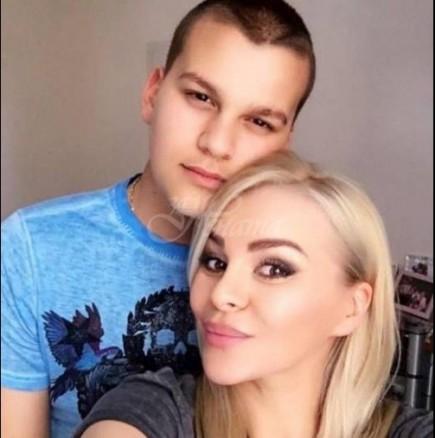 Ето я красивата и богата кандидат-снаха на Деси Слава, която открадна сърцето на сина ѝ (Снимки):