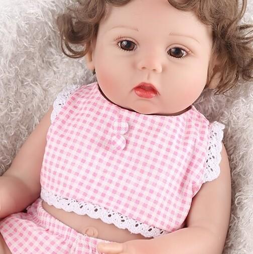 Бургазлийка купи кукла на дъщеря си и изпадна в шок като я съблече-Снимка