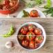 Цепвам, пълня с билки и чесънче, и после заливам с гореща марината. За 1 нощ- в хладилника доматките стават мозък!