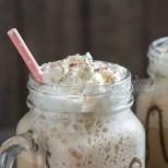 Замразих си мляко в формичка за лед и 2 лъжици нес кафе и да знаете каква лятна напитка си спретнах, уникална