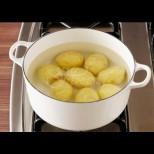 Всички правим тази ОГРОМНА грешка като варим картофите - вижте как хвърляме пари на вятъра: