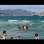 Драматично спасяване на удавник в Несебър спря дъха на плажуващите