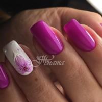 21 летни маникюри с цветя, пеперуди и шарени цветове (Галерия)