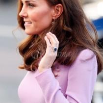 Едва сега стана ясно защо Кейт Мидълтън носи три пръстена на единия си пръст