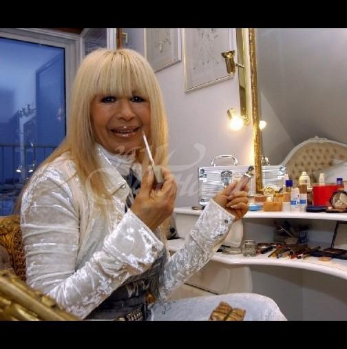 Лили Иванова тръгна да купува бебешки дрешки!