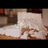 Няма да повярвате как ни мамят в магазина: Ето какво откриха в 90% от купешкото сирене: